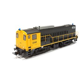 NS 2240 met gele stelbalk en blauwe zwaailichten. DC